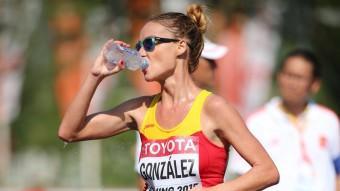 Raquel González s'hidrata durant un moment de la prova de 20 km marxa Foto:EFE