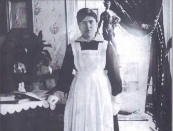 Una minyona en una casa burgesa de principis de segle Foto:EL PUNT AVUI