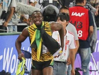 Bolt i el càmera que el va fer caure Foto:REUTERS