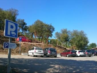 Nova esplanada d'aparcament habilitada al costat del cementiri Foto:EL PUNT AVUI