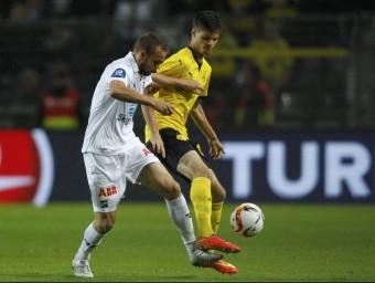 Julian Weigl durant el partit de tornada de l'última eliminatòria prèvia de l'Europa League el dijous passat Foto:L'ESPORTIU