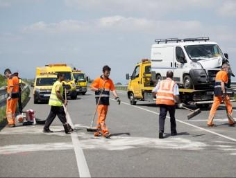 El punt de la C-31 a Ventalló on es va produir el sinistre, amb la furgoneta implicada Foto:ACN