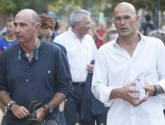 Lluís Llach al costat de Raül Romeva, en un dels actes de la candidatura sobiranista de Junts pel Sí. Foto:ORIOL DURAN