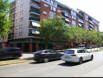 Alguns cotxes circulant per l'avinguda de Lluís Pericot, el carrer on es van detectar 143 excessos de velocitat en una setmana Foto:MANEL LLADÓ