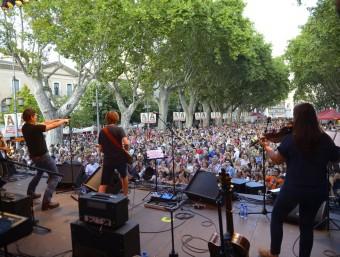 Manuel Fuentes va desbordar la Rambla de Figueres amb el seu espectacle, ahir a la tarda Foto:MÒNICA QUINTANA
