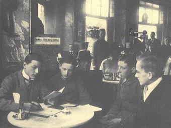 Oficina de reclutament del Freikorps al cafè Vaterland de Berlín, el 1918 Foto:DIETZ VERLAG