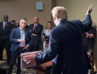 Donald Trump i el periodista que va fer fora d'una roda de premsa Foto:SCOTT OLSON / AFP