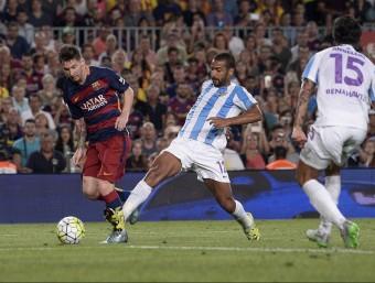 Messi intenta una centrada en el partit d'ahir contra el Màlaga Foto:EFE