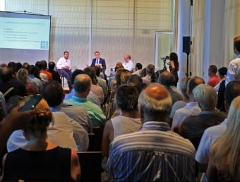 Els empresaris van omplir la sala del Parador d'Aiguablava on Andreu Mas-Colell i Oriol Amat van fer la conferència ahir al vespre. Foto:LLUÍS SERRAT