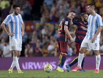 Thomas Vermaelen rep la felicitació de Jordi Alba pel gol de dissabte Foto:AFP