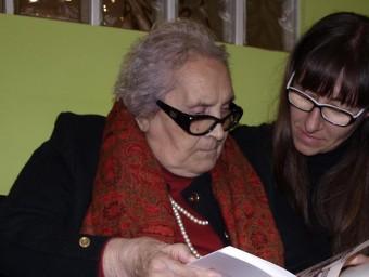 Mercè Arànega dóna veu a Neus Català a l'obra de teatre Foto:EPN