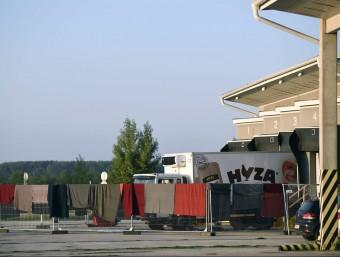 El camió on es van trobar 71 morts, aparcat divendres a la localitat austríaca de Nickelsdorf Foto:EFE