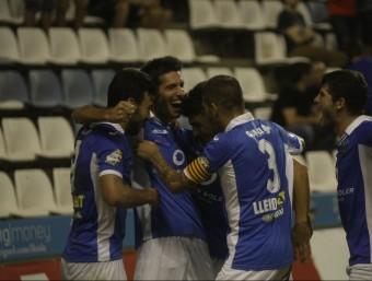 Albístegui celebra el 2-0 amb els companys, ahir Foto:SEGRE