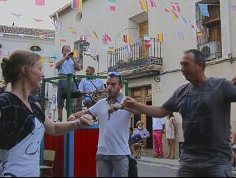 El diputat de Compromís Joan Baldoví participa en la dansà. Foto:E.V