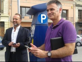 El conseller delegat de Fisersa, Manuel Toro, i el gerent de l'empresa municipal, Lluís Martínez, van presentar ahir la nova aplicació. Foto:M.VICENTE
