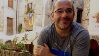 Lluís Guinó fotografiat la setmana passada a Besalú, el poble d'on és alcalde. Foto:R. E R. E