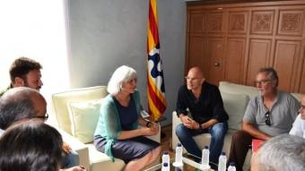 L'alcaldessa de Badalona , Dolors Sabater, durant la reunió amb el candidat de Junts pel Sí, Raül Romeva. Foto:AJ. BADALONA