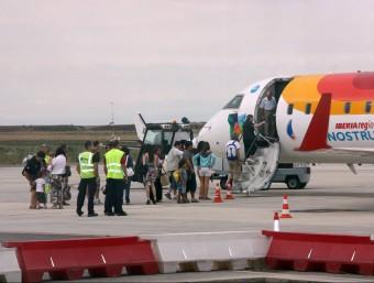 Un avió d'Air Nostrum, companyia que enllaça Lleida amb les Illes Balears Foto:ACN