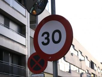 Senyal de limitació de velocitat a 30 quilòmetres hora. Foto:ARXIU