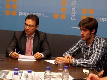 Caballero, a la dreta, junt a l'exsecretari genela del PPCV, Serafín Castellano. Foto:ARXIU