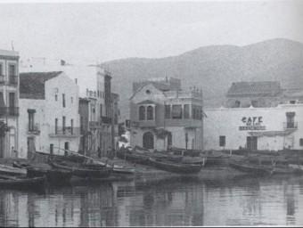 El cafè de los Bienvenidos o del Cuquet, al moll de la Timba, a principis del segleXX Foto:ARXIU