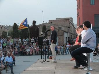 Llach, Simó, Puigdemont i Sabrià, ahir al vespre, a la plaça de Can Mario de Palafrugell Foto:E.A