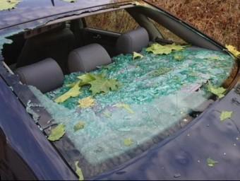 Vehicle perjudicat per aquella pedregada del mes de juliol passat. Foto:B. SILVESTRE