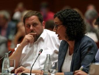 La portaveu d'ERC al Parlament, Marta Rovira, i el president del partit, Oriol Junqueras, aquest dimecres al Parlament Foto:EFE