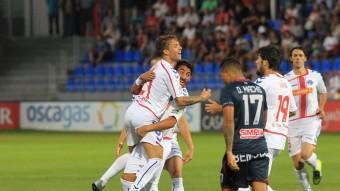 Kiko Femenía celebra el gol que va aconseguir en la primera jornada de lliga contra l'Osca Foto:EL CORREO