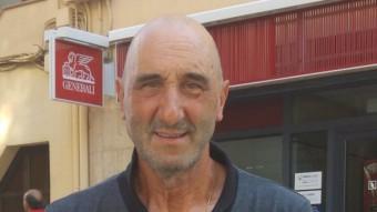 Cortès fotografiat al centre de Canet de Mar un dia després que arribés del seu llarg viatge a peu per la geografia estatal. Foto:T.M
