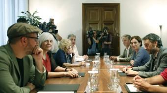 Ada Colau, amb els alcaldes de Podem, a l'Ajuntament de Barcelona Foto:EFE