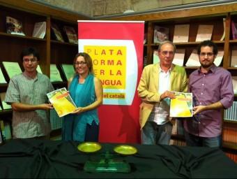 Membres de Plataforma per la Llengua en la roda de premsa d'aquest dijous Foto:EP