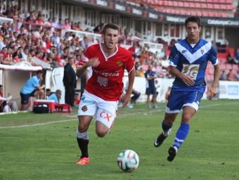 Gerard Valentín controla una pilota durant un partit del Nàstic Foto:T. V. M