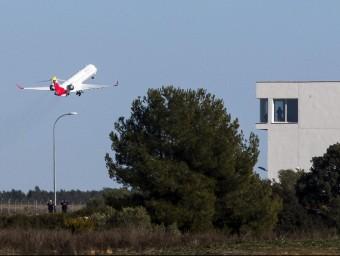 El primer vol xàrter de Castelló el va fer el Vila-real C.F. Foto:ARXIU
