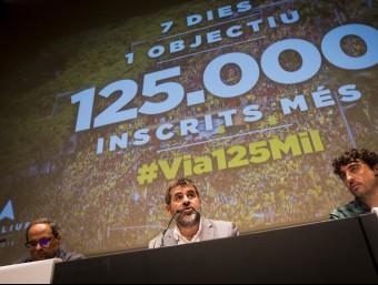 Quim Torra (Òmnium), Jordi Sànchez (ANC) i Josep Sabaté (coordinador de mobilització de l'ANC) aquest divendres en roda de premsa Foto:ALBERT SALAMÉ