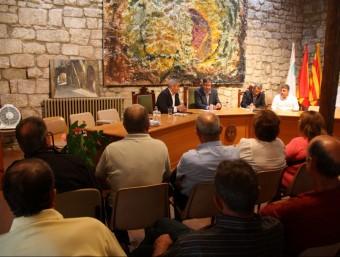 Reunió celebrada ahir a Horta de Sant Joan entre els productors afectats i els tècnics de la Generalitat. Foto:ACN