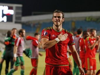 Gareth Bale, celebrant el triomf contra Xipre que deixa Gal·les a tocar de l'Eurocopa Foto:REUTERS