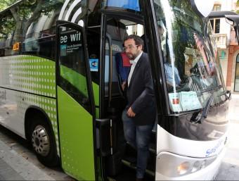 L'alcalde de Sabadell, Juli Fernàndez (ERC), arribant a Mataró en el viatge inaugural de la nova línia de bus. Foto:JUANMA RAMOS