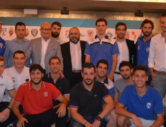 Jugadors, tècnics i directius en l'acte de presentació de l'Ok Lliga que es va fer a les caves Freixenet Foto:RFEP