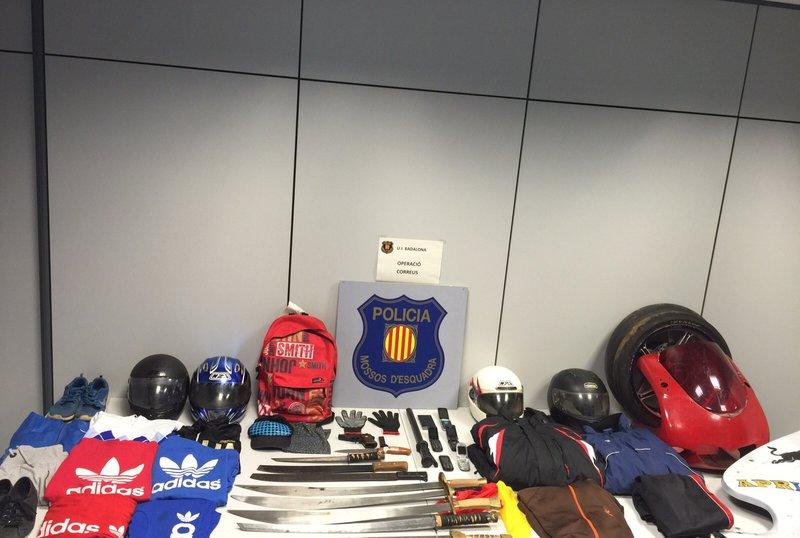 Desarticulat un grup especialitzat en atracaments a for Oficines de correus barcelona