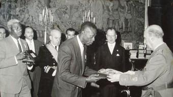 Ondo lliura les credencials de l'autonomia a Franco, el 1964 Foto:MANOLO PIZARRO