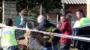La inspecció amb els detinguts a la casa del crim de Bordils. Foto:ICONNA