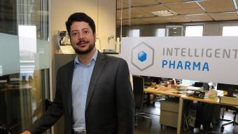 Ignasi Belda, a la porta de l'empresa que va fundar i que dirigeix.  Foto:JUANMA RAMOS