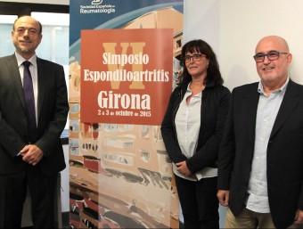 Els doctors Clavaguera i Moreno, a la dreta, amb el president del COMG. Foto:JOAN SABATER