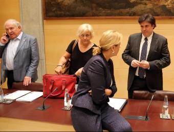 Eva Palau, a l'esquerra, al costat del president de la Diputació de Girona, en l'últim ple Foto:QUIM PUIG