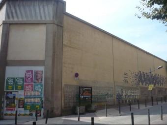 Exteriors de l'antiga fàbrica de Transmesa, ubicada en ple centre de Premià de Mar i que anirà a terra. Foto:LLUÍS ARCAL