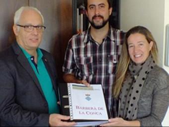 El Consell Comarcal de la Conca de Barberà ha fet al batlle el lliurament oficial del document al consistori Foto:CCCB
