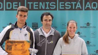 Bassols, a la dreta, amb un dels trofeus que ha conquerit aquesta temporada.
