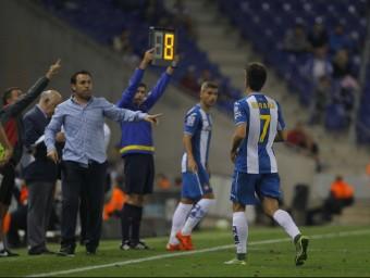 Gerard Moreno marxant del camp després de lesionar-se dissabte contra l'Sporting Foto:FERRAN CASALS