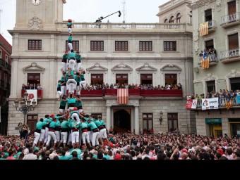 El 3 de 9 amb l'agulla dels Castellers de Vilafranca Foto:ELISABETH MAGRE